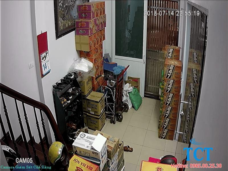 lắp đặt camera giám sát tại cửa hàng tạp hóa